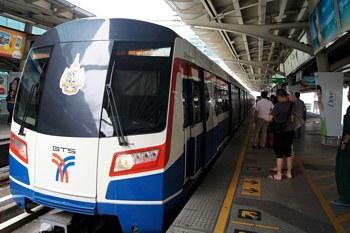 Поезд метро Бангкока BTS